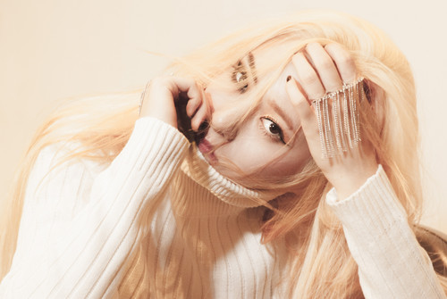 10 Idol Kpop Wanita yang Berwajah Dingin - SCARLXT